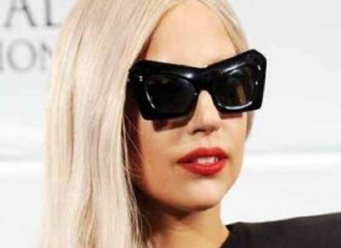 Η βοηθός καταγγέλλει: «Η Gaga με ανάγκαζε να κοιμάμαι μαζί της»!