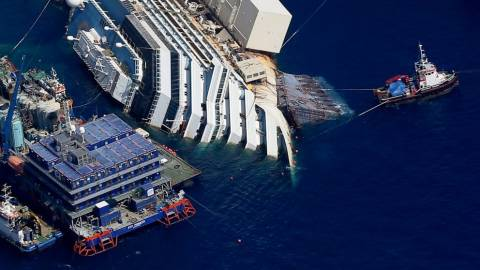 Costa Concordia: Προσπάθειες εντοπισμού των πτωμάτων του ναυαγίου