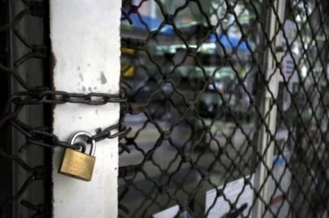 Κατάργηση της προστασίας εξώσεων από μαγαζιά απαιτεί η Τρόικα