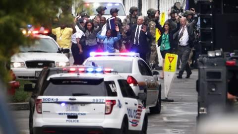 «Οχυρώνονται» οι ΗΠΑ μετά τη σφαγή στο Νέιβι Γιαρντ
