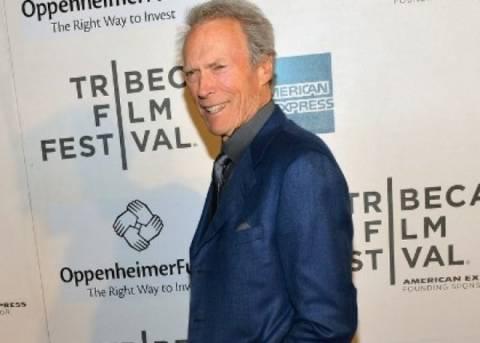 Δείτε τον συγκλονιστικά όμορφο και σέξι γιο του Clint Eastwood