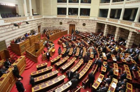 Κόντρα στη Βουλή για τη δολοφονία στο Κερατσίνι