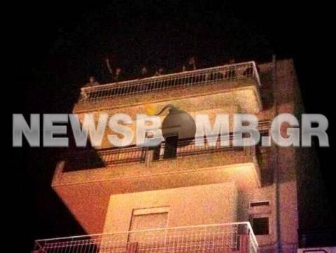 Εγκλωβισμένοι διαδηλωτές σε πολυκατοικία στη Νίκαια (pic)