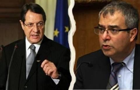 Στο Ανώτατο Δικαστήριο στέλνει τον Δημητριάδη ο Αναστασιάδης