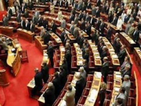 Βουλή: Ενός λεπτού σιγή για τον Π. Φύσσα, απούσας της Χρυσής Αυγής