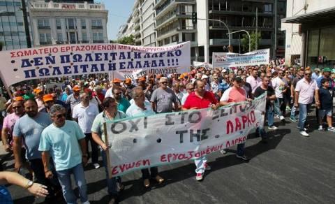 Συμπλοκή εργαζομένων της ΛΑΡΚΟ με ΜΑΤ στο Μαρτίνο