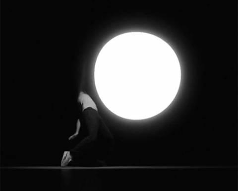 Εκπληκτικό βίντεο: Χορεύοντας με το φως