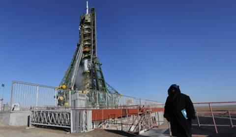 Ο πύραυλος Soyuz τοποθετήθηκε στην εξέδρα εκτόξευσης του Μπαϊκονούρ