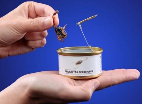 ΣΟΚ: Αγοράζουν για να φάνε έντομα σε κονσέρβες (pics)