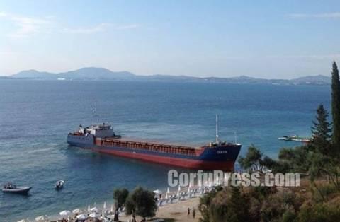 Κέρκυρα: Καράβι... βγήκε στη στεριά