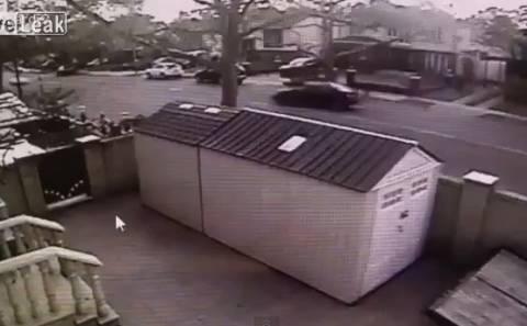 Βίντεο... άουτς! Λαμποργκίνι πέφτει σε μάντρα και μένει μισή