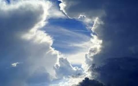 Ζέστη και συννεφιά την Πέμπτη