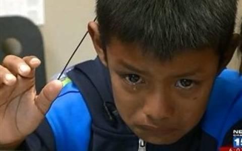 Συγκινητικό: 7χρονος ακούει για πρώτη φορά τους γονείς του!