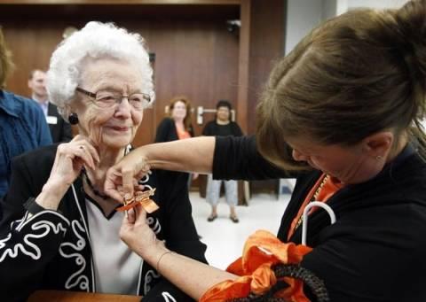 99χρονη πήρε απολυτήριο Λυκείου