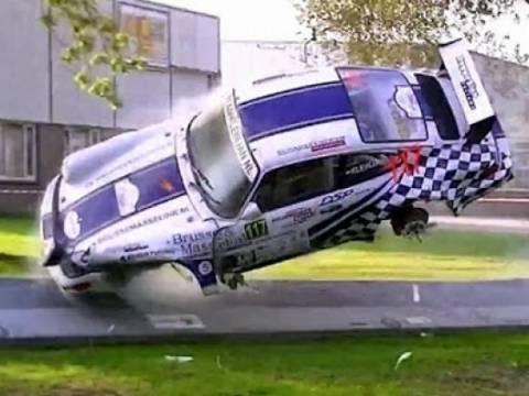 Βίντεο: Σοκαριστικό ατύχημα με Πόρσε σε αγώνα ράλι
