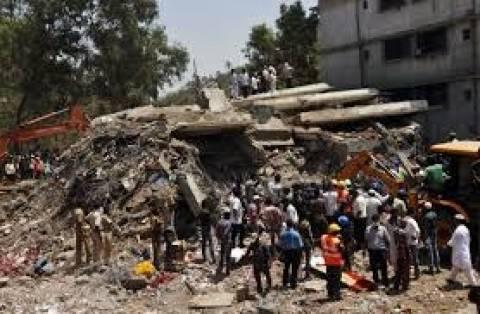Ινδία: Κατάρρευση κτιρίου, δεκάδες οι αγνοούμενοι