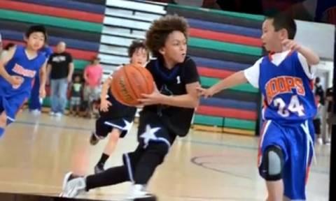 O 8χρονος που έχει τρελάνει με το ταλέντο του τον κόσμο του μπάσκετ!