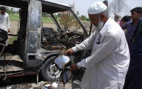 Βομβιστική επίθεση σε λεωφορείο στο Πακιστάν, τουλάχιστον 17 νεκροί