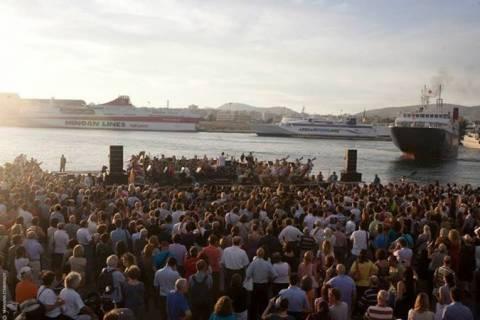 Μαγική πρόβα της Λυρικής στο λιμάνι του Πειραιά (vids)