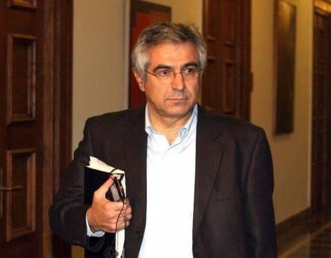 Καρχιμάκης: Παραβιάζουν το Σύνταγμα
