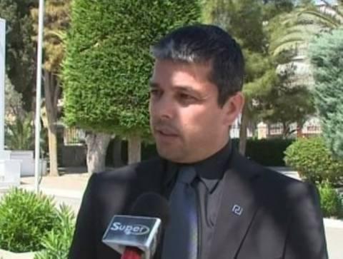 Επίθεση βουλευτή της Χρυσής Αυγής σε τηλεοπτικό συνεργείο (βίντεο)