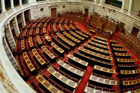 H Αντιτρομοκρατική στα γραφεία της Χρυσής Αυγής στη Βουλή