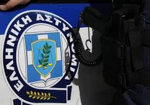Συλλήψεις κοντά στα γραφεία της Χρυσής Αυγής στη Λούτσα