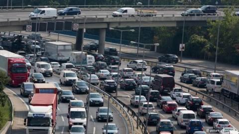 DW: Αδιέξοδο το κυκλοφοριακό των πόλεων