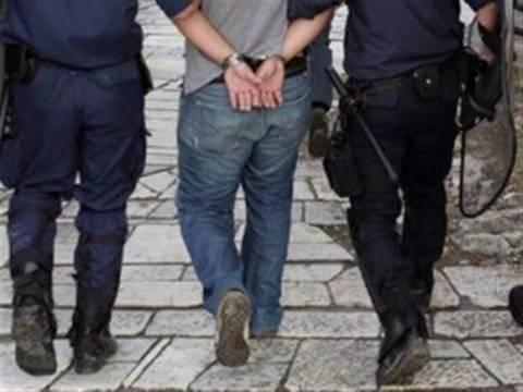 Έκλεψαν μπροστά στα μάτια των αστυνομικών ένα πορτοφόλι...άδειο