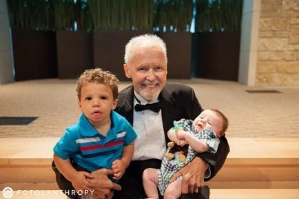 Η συγκινητική έκπληξη ενός ετοιμοθάνατου πατέρα στις δύο κόρες του!