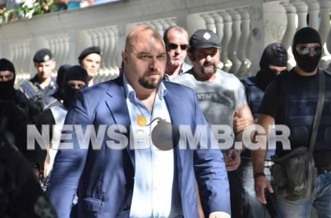 Reuters:«Aπόφαση-έκπληξη» η μη προφυλάκιση των 3 βουλευτών της ΧΑ