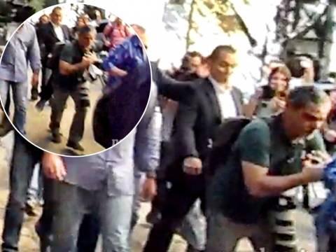Η στιγμή της επίθεσης του Κασιδιάρη σε εικονολήπτη και φωτογράφο (vid)