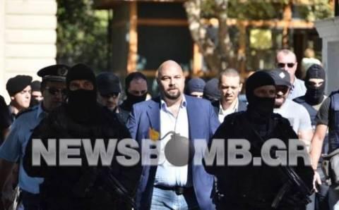 Παναγιώταρος σε φρουρό στην Ευελπίδων: Μάγκεψες;  (βίντεο)