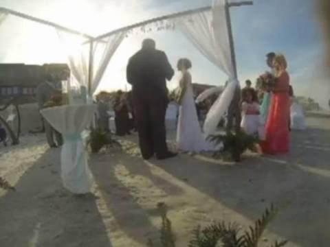 VIDEO: Απίστευτο FAIL σε ρομαντικό γάμο δίπλα στη θάλασσα!