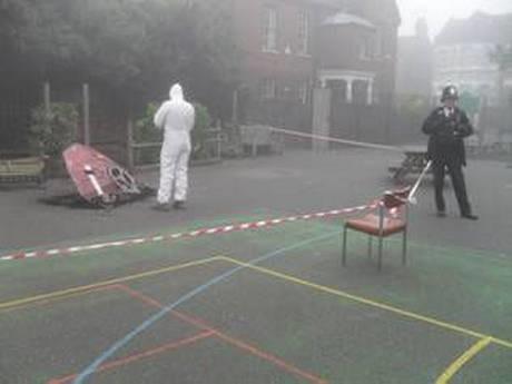 ΣΟΚ έπαθαν μαθητές όταν ένα... UFO έπεσε στην αυλή του σχολείου τους