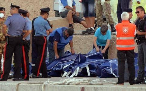 Ιταλικός τύπος: «Λαμπεντούζα - Η σφαγή της ντροπής»