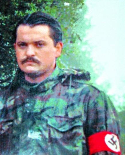 Ο Χρήστος Παππάς φορά περιβραχιόνιο με την γερμανική σβάστικα (photo)