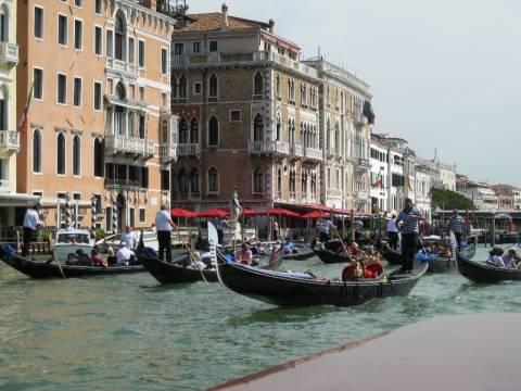 Πινακίδες και GPS βάζει ο δήμος Βενετίας στις γόνδολες!
