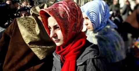 Τέλος η μαντίλα στις δημόσιες υπηρεσίες της Τουρκίας