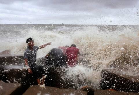 Ινδία: Συναγερμός λόγω του κυκλώνα Φαϊλίν