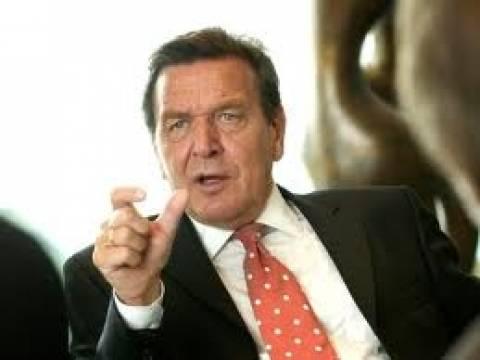 Ο καγκελάριος Σρέντερ επέμενε για την ένταξη της Ελλάδας στην ΟΝΕ