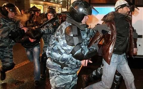 Ρωσία:Εκατοντάδες συλλήψεις σε εθνικιστικές συγκρούσεις