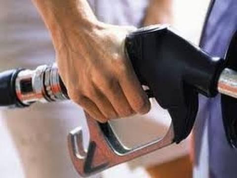 Οι υψηλές θερμοκρασίες «φουσκώνουν» τις τιμές των καυσίμων