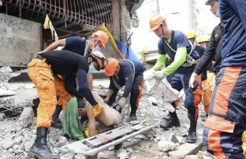 Δεκάδες νεκροί από το χτύπημα του Εγκέλαδου στις Φιλιππίνες (pics)