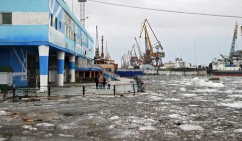 Το ΥΕΑ της Ρωσίας εκκενώνει τα πλοία από τους πάγους στη Γιακουτία