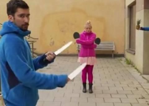 Πινγκ πονγκ με μαχαίρια! (vid)