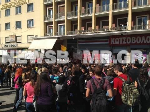 Διαμαρτυρία μαθητών μουσικών σχολείων στο Υπ. Εσωτερικών (pics+video)
