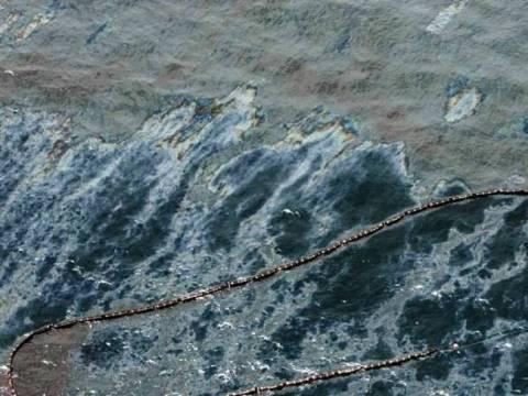 Θαλάσσια ρύπανση στη μαρίνα Φλοίσβου