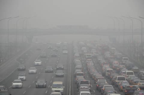 Ορατότητα μηδέν εξαιτίας της ομίχλης στην Κίνα