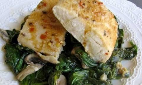 Συνταγή για τέλειο ψαράκι με σπανάκι